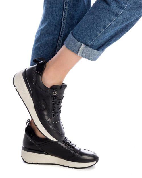 Zapatillas con Cuña de Mujer Carmela Shoes 06803901 Negras modelo