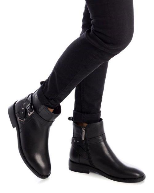 Botín Plano Negro Carmela Shoes 06797301 modelo