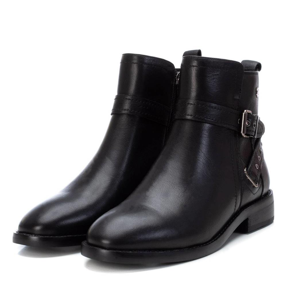 Botín Plano Negro Carmela Shoes 06797301 par
